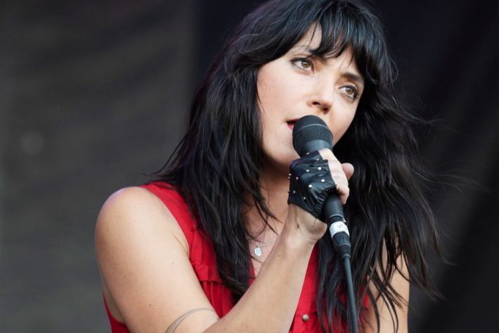 Sharon Van Etten performing live